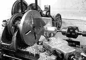 photo of a machine shop lathe