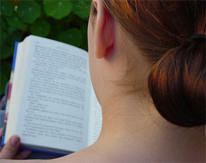 photo of a woman reading by anna_t/flickr.com