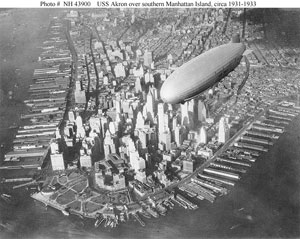 photo of a dirigible over New York City in 1931